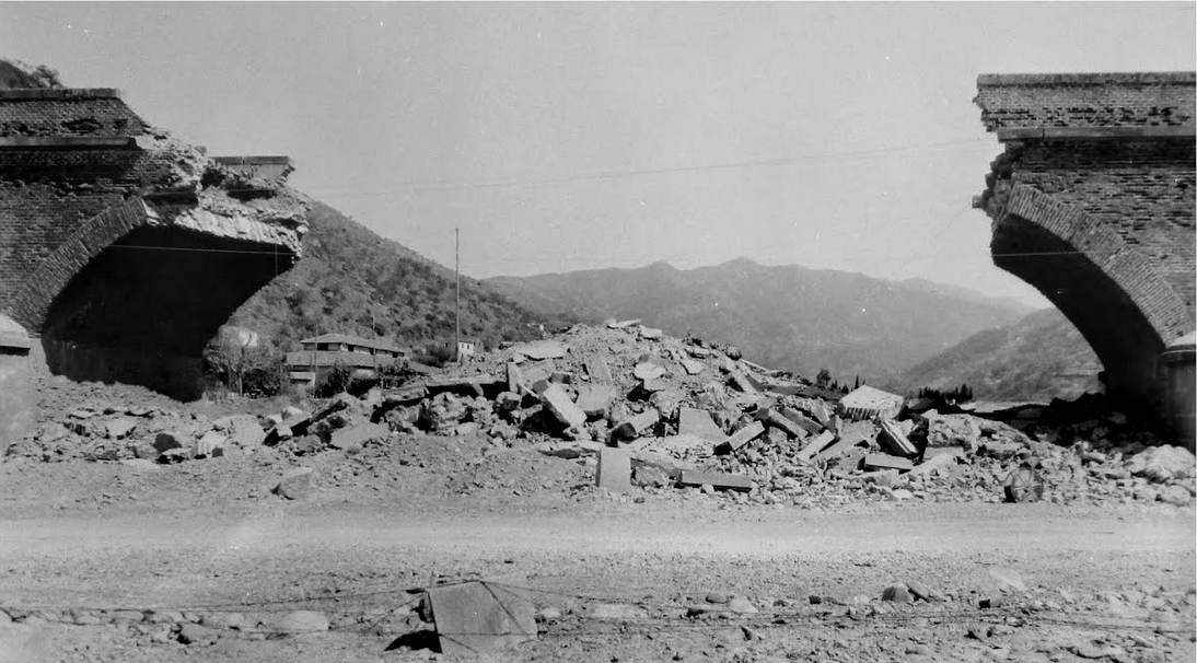 Il ponte all'ingresso di Gliaca di Piraino distrutto dai tedeschi.